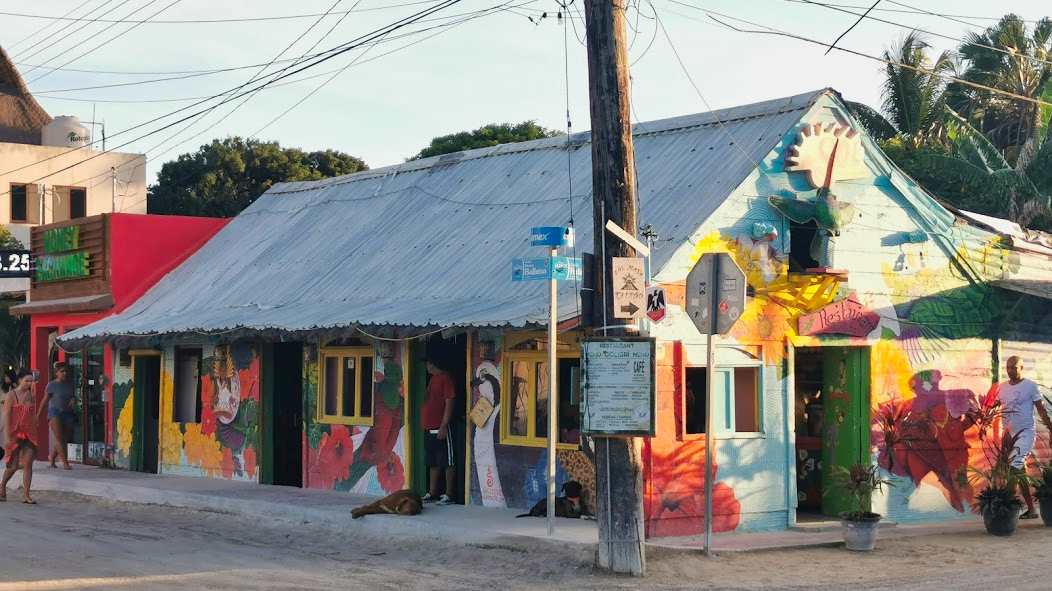 Mini Roadtrip Mexico Isla Holbox streets