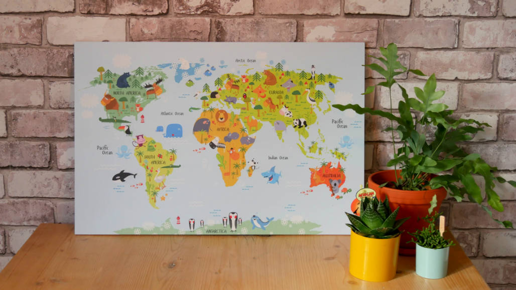 hippe wereldkaart op hout