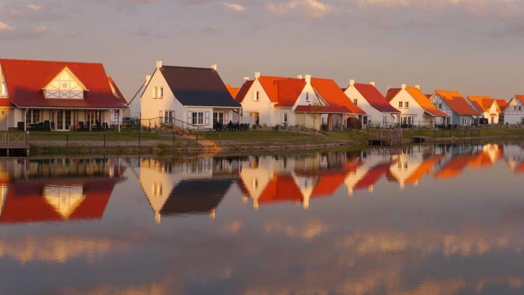 De huisjes van Landal Greenparks Cadzand Bad in het ochtendgloren
