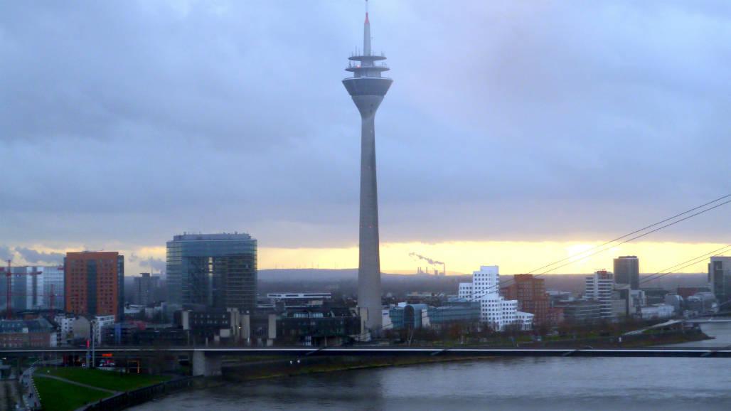 Rheinturm rijntoren Dusseldorf