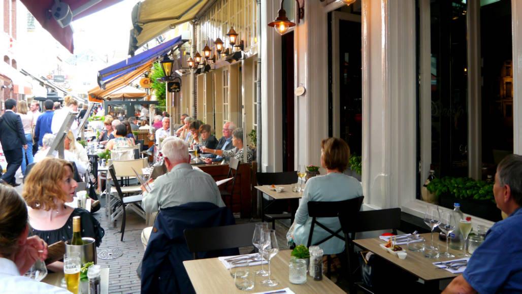 Restaurant Onesto gezellig terras