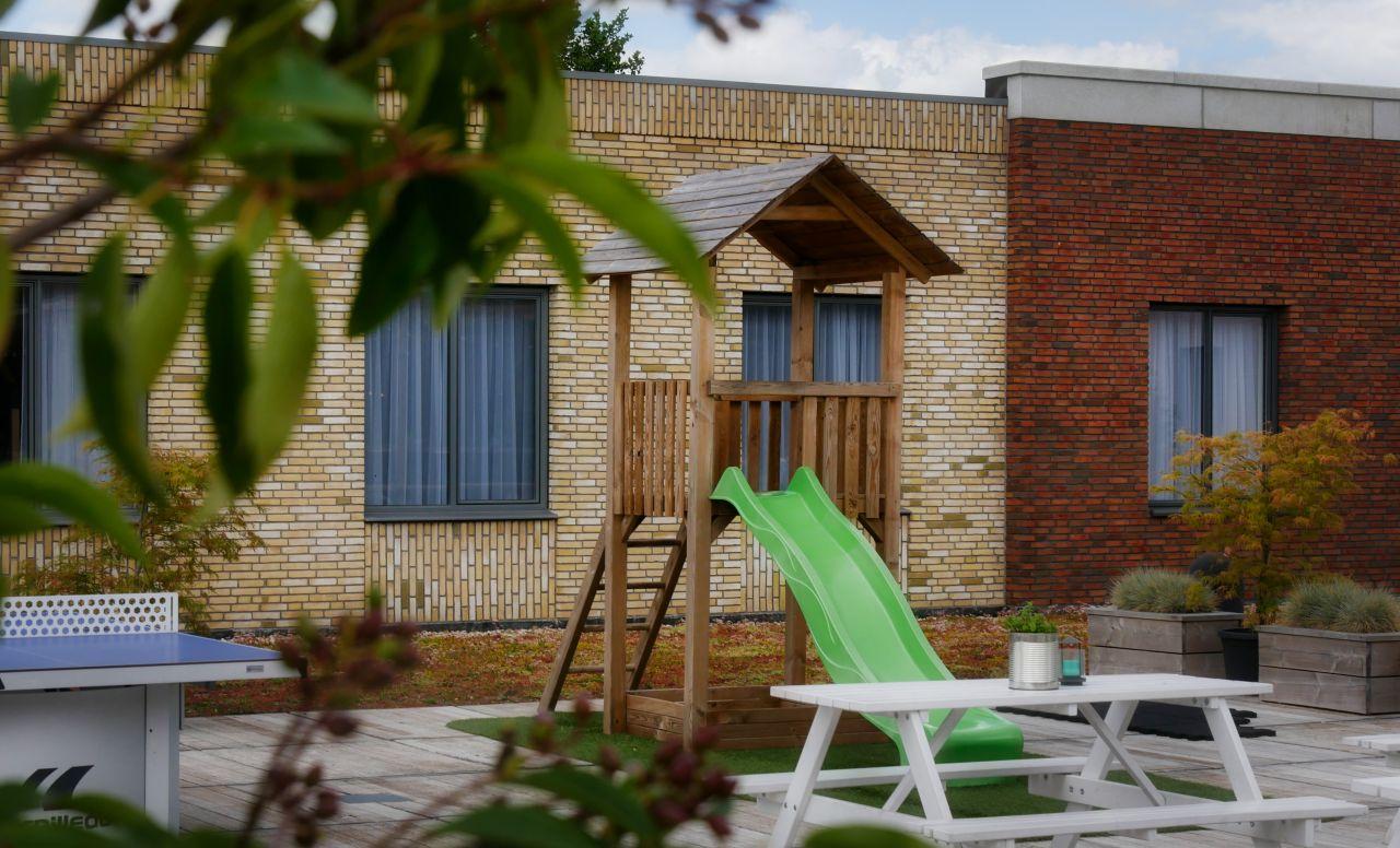 Guesthouse Hotel Kaatsheuvel dakterras speeltuin