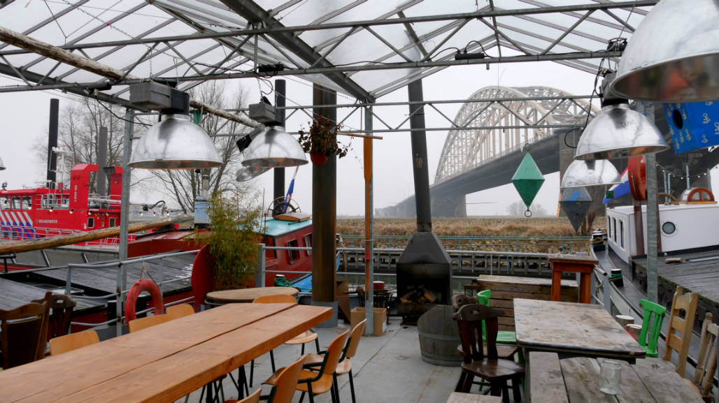 Opoe Sientje terras en restaurant